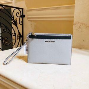 NWT Michael Kors XL pop out clutch zip wallet